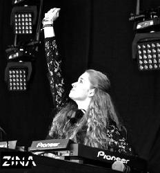 Afbeelding › DJ ZINA